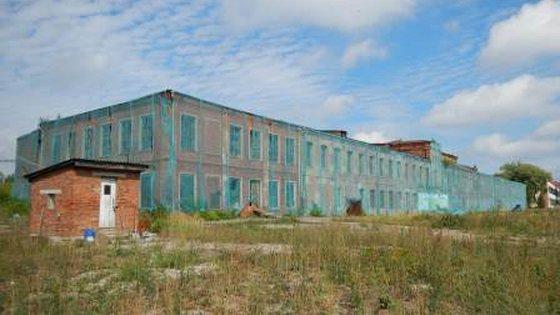 Производственное здание с ж/б каркасом и старая 2-х этажная фабрика дореволюционной постройки