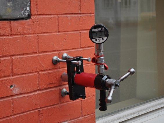 Испытание на вырыв анкерных креплений из наружной стены для определения возможности устройства навесной вентилируемой системы