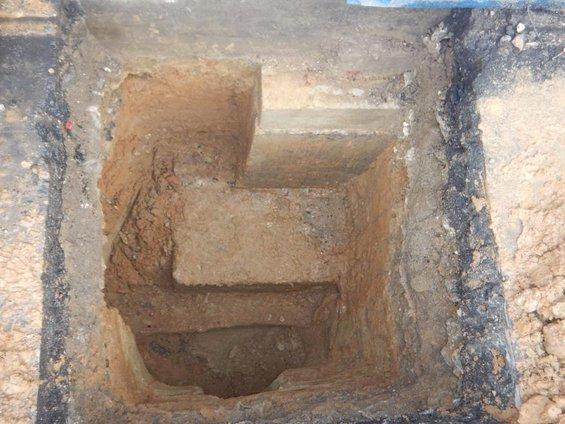 Шурф под фундамент наружной колонны производственного здания