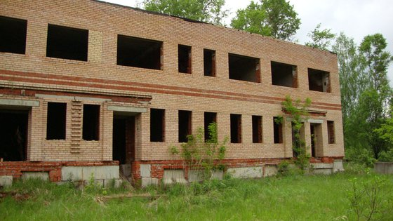 Недостроенное здание